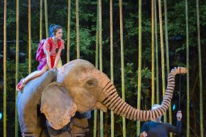 Running Wild by Air Theatre with Ava Potter as Lilly with Oona. Photo Johan Persson.