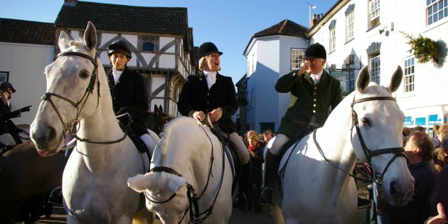 AXBRIDGE VIDEO: Boxing Day in the Square when the hunt meets